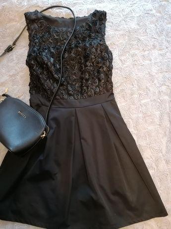 Piękna sukienka mała czarna