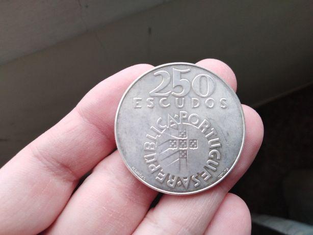 """Moeda 250 esc. """" 25 de Abril 1974"""" Prata"""