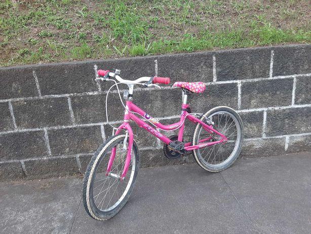 Bicicleta usada rosa