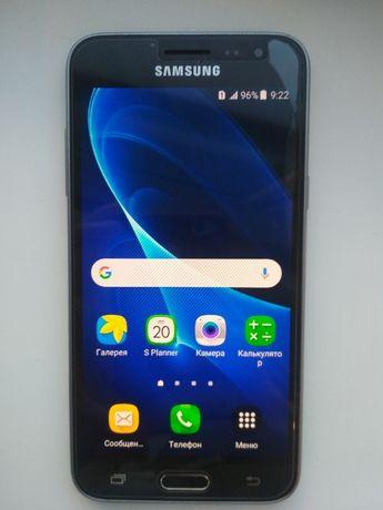 Мобильный телефон Samsung Galaxy J3 2016 SM-J320HZKDSEK Black