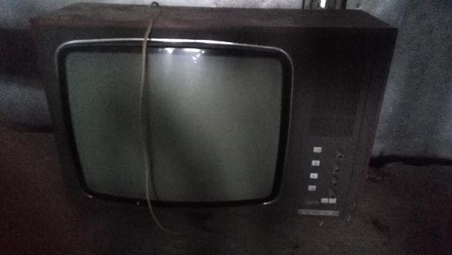Telewizor lampowy czarno-biały Ametyst