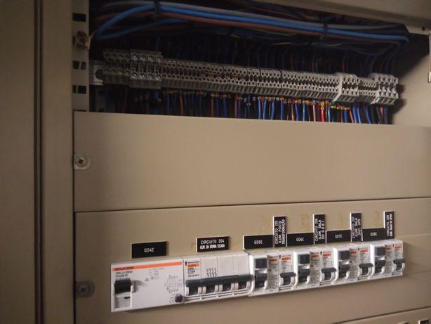 Executa-se trabalhos de electricidade e ar condicionado
