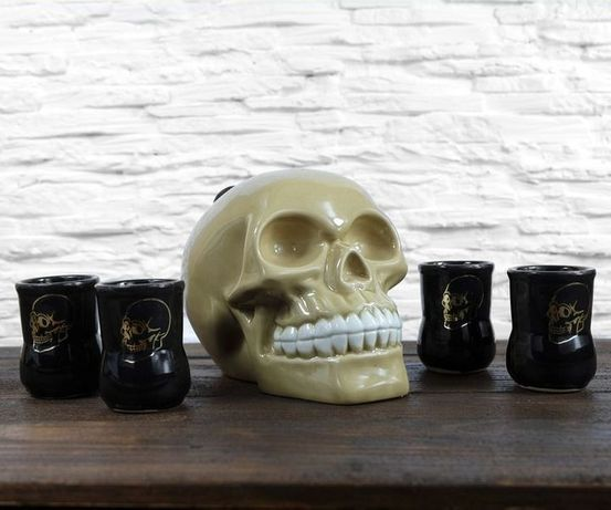 Набор для спиртного череп, бутылка с рюмками, подарок мужчине, парню