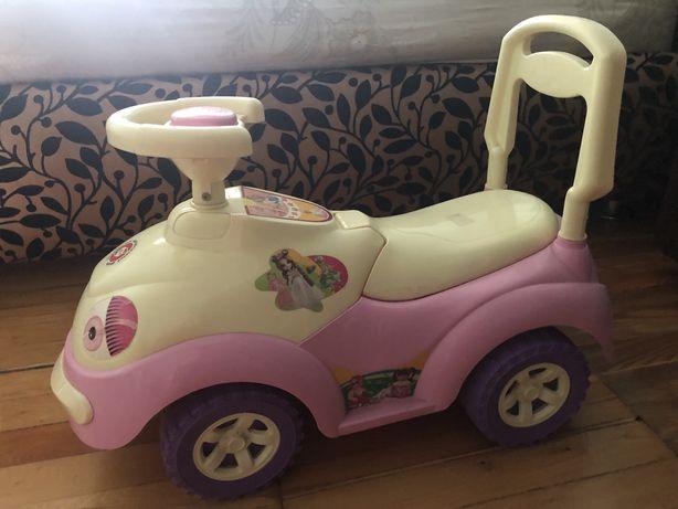 Машинка толкатор девочке