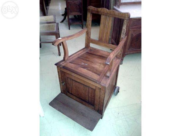 Cadeira Peniqueira com rodas