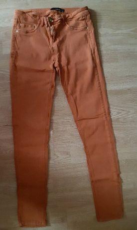 Spodnie r.40