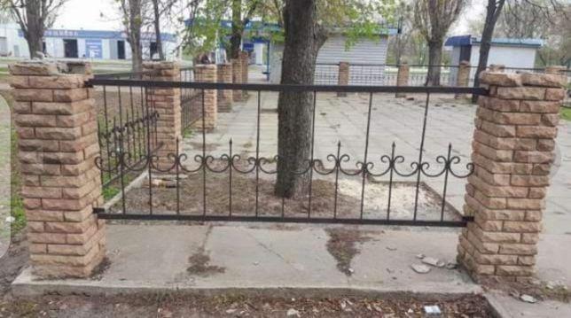 Забор кований в хорошому стані ціна за 1 секцію.