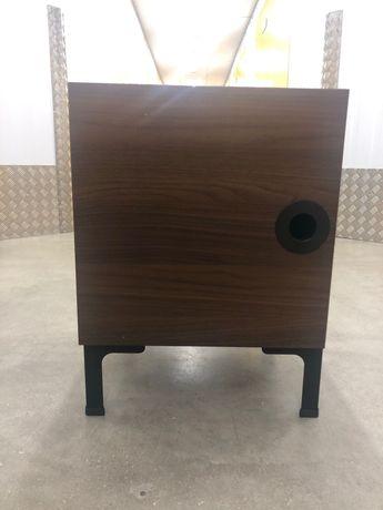 Mesa de Cabeceira - madeira escura com porta