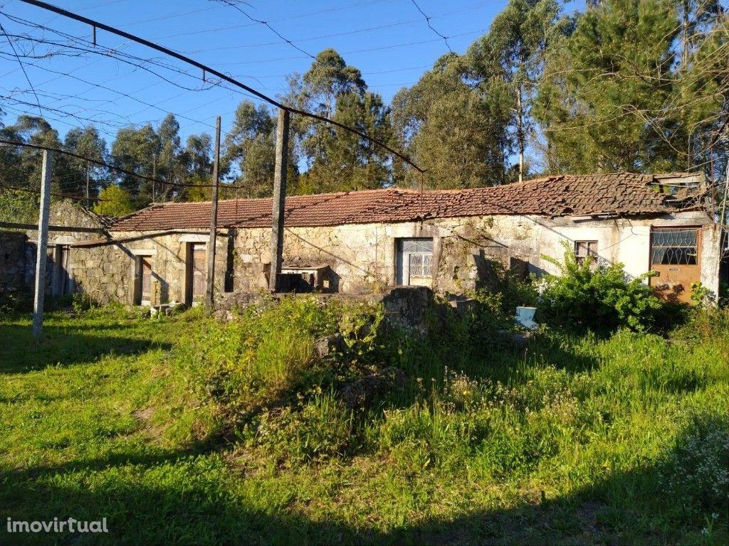 Quinta c/ Moradia Térrea em Pedra - Lago / Amares