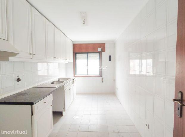 Apartamento T3 situado em Azurva