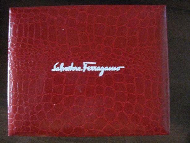 Часы наручные марки Salvatore Ferragamo