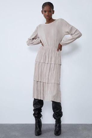 Нежное платье плиссе с воланами от zara