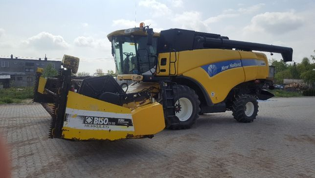 Kombajn zbożowy New Holland CX880