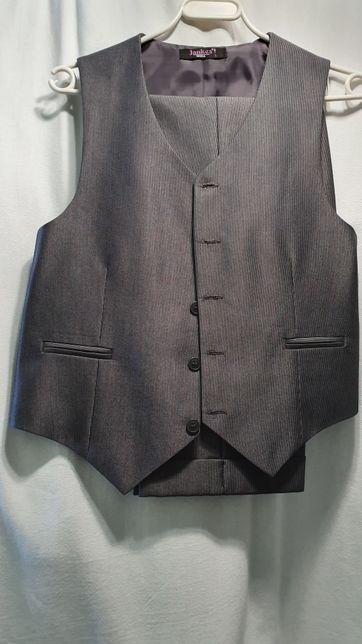 Zestaw na komunię: alba chłopięca z kamizelką i spodniami od garnituru