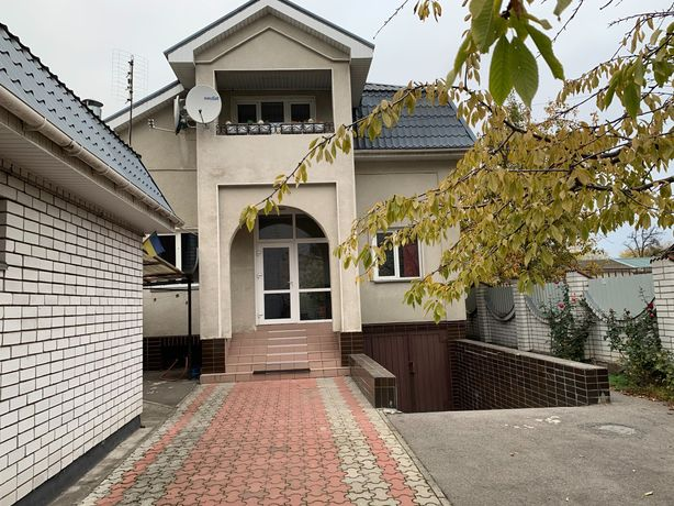 Продам 2-эт дом в центральной части города с коммерческим помещением