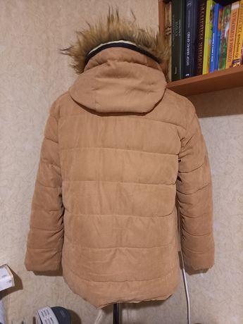 Куртка с меховым капюшоном. Размер М