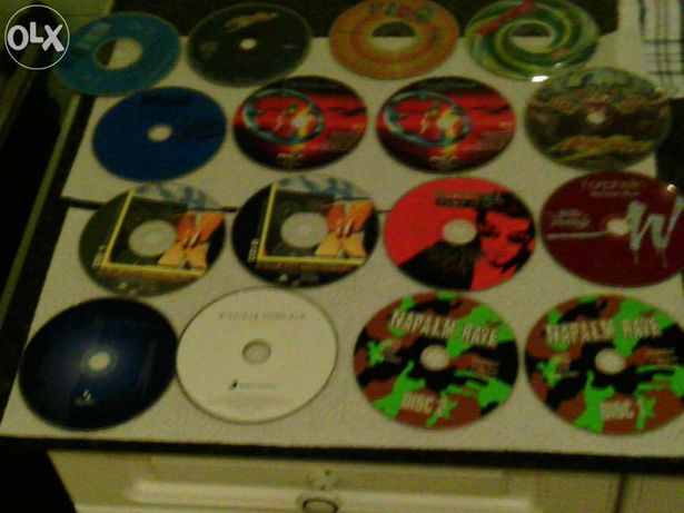 16 cd's sem caixa.ofereço bolsa para cd's (valor com portes incluidos)