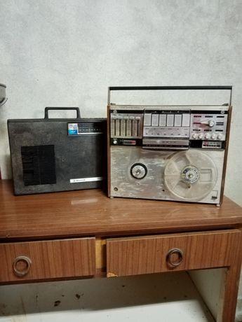 2 rádios gira discos antigos