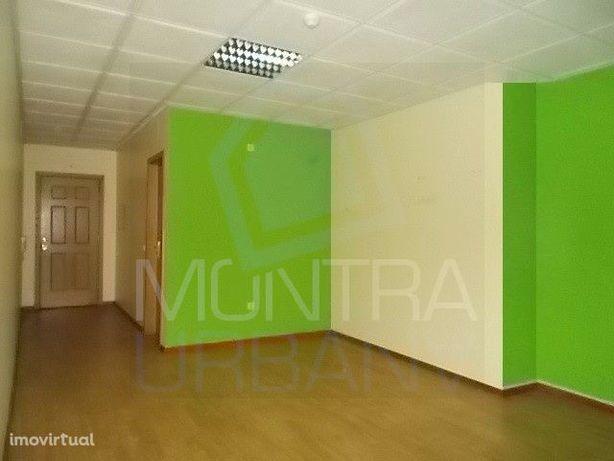 ESCRITÓRIO (29 m2) - 1º Andar, Sala 102 - TORRE BRASIL - JUNTO ao PARQ
