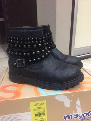 Продам модні шкіряні осінні черевички 29р. Mayoral в гарному стані.