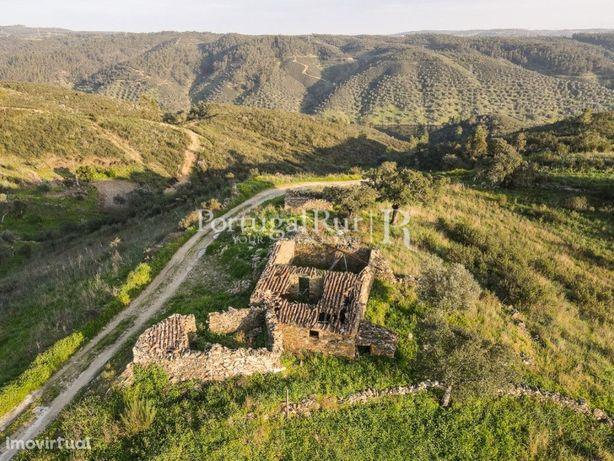 Quintinha de 3.100 m2 com ruínas para reconstrução