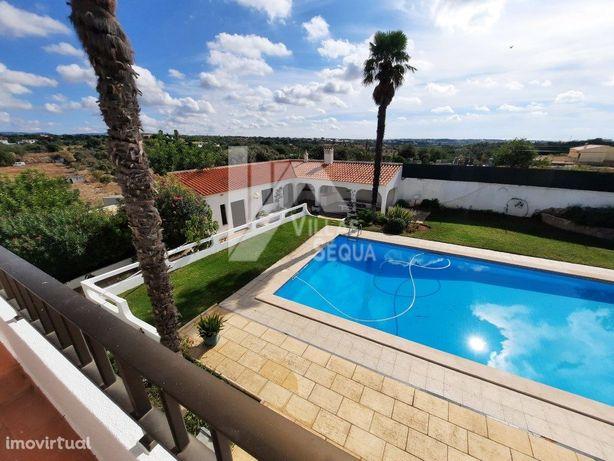 Grande Moradia c/7 Suites no Centro do Algarve 2 km de Faro