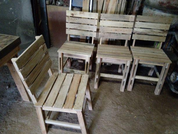 Cadeiras de madeira reciclada