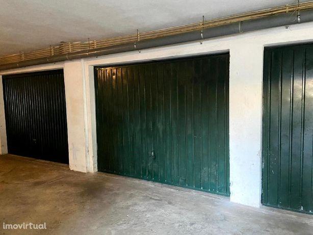 Garagem fechada em Miranda do Corvo.