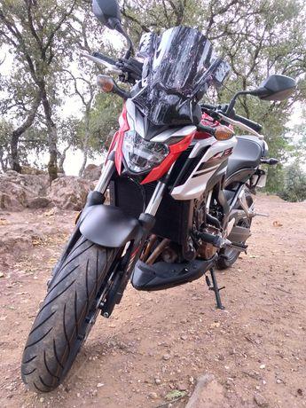 Vendo Honda CB 650F ABS (RC 97).