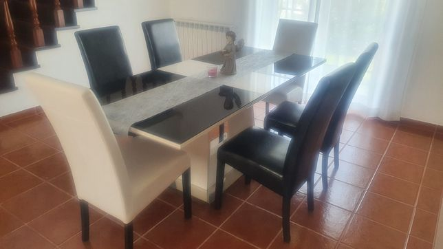 Conjunto de Mesa de jantar e Cadeiras