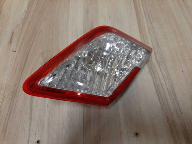Toyota Camry 45  lampa tyl w klape Prawa