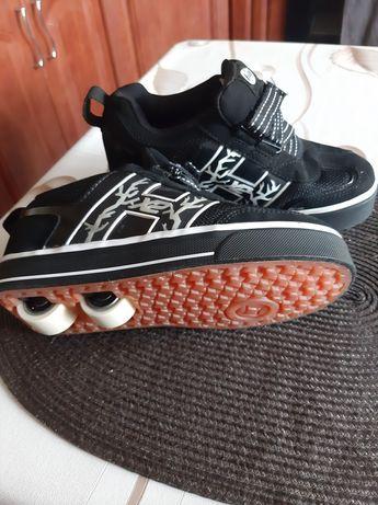 Buty świecące czarne na kółkach