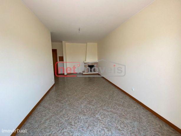 Fantástico Apartamento T2 com Box e Varanda junto ao acesso da  A28 Pó