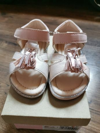 Sandałki 20