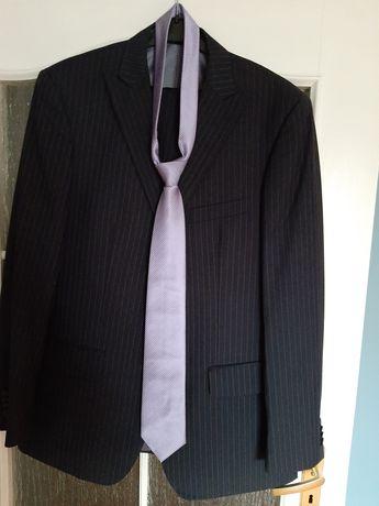 Garnitur firmy PAWO z koszulą i krawatem
