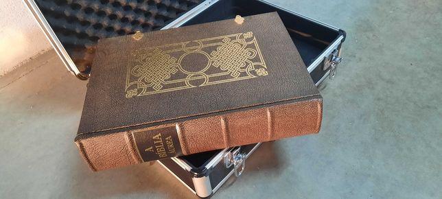 Bíblia Áurea, livro magnífico
