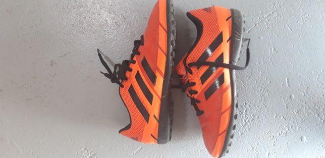 Buty piłkarskie Adidas turfy prawie nowe