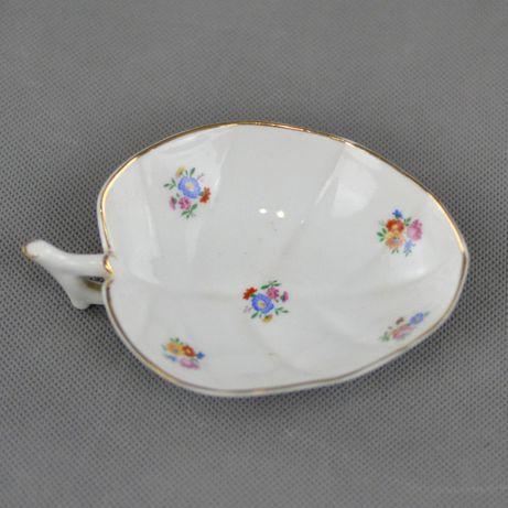 Pequeno prato/covilhete em forma de folha em porcelana da Vista Alegre