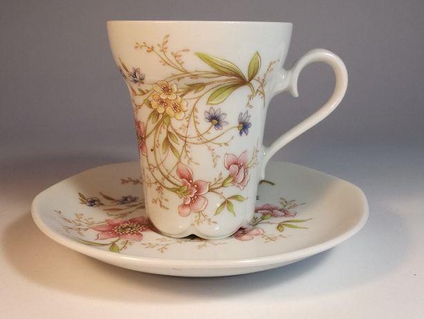 Romantyczne retro filiżanki do kawy lub herbaty