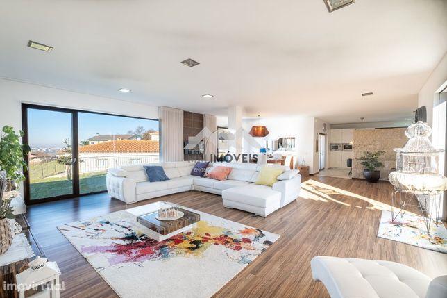 Moradia T4 | Amarante | Piscina interior aquecida| Jardim Interior