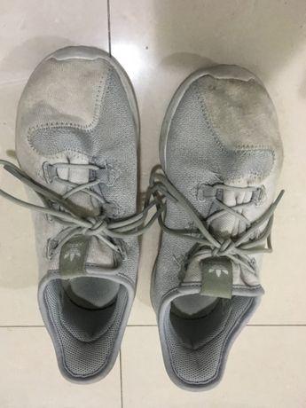 Ténis Adidas em cinza 35