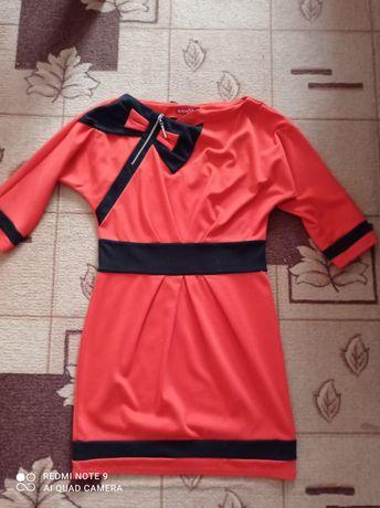 Тепле жіноче плаття(44 розмір) в подарунок білосніжна сорочка