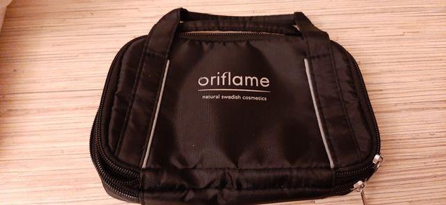 Kosmetyczka na próbki firmy oriflame