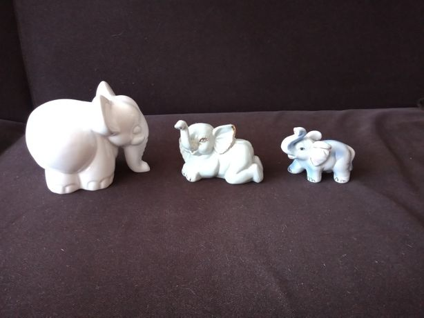 Trzy białe słoniki