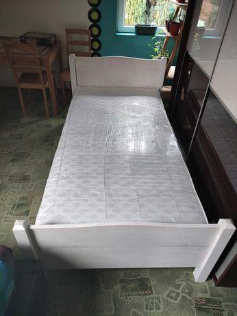 Łóżko białe z materacem 210x110