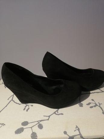 Buty na koturnie czarne 39