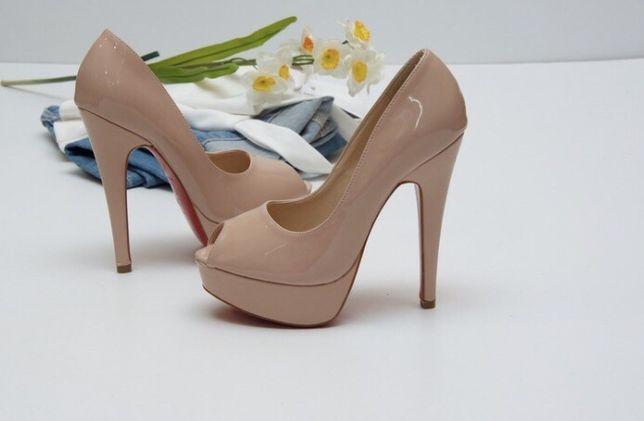 Новые туфли из натуральной кожи( лак) нежного цвета