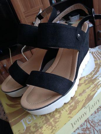 Sandały na koturnie. CCC czarne. JAK NOWE !!