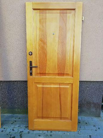sprzedam drewniane drzwi zewnętrzne, wewnątrzklatkowe