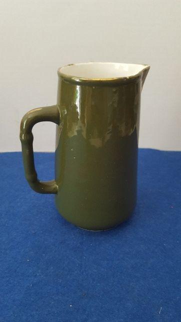 Pequeno Jarro em porcelana pintada a verde , marcado Vista Alegre